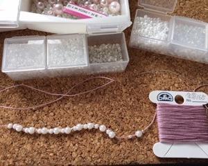 maimai kaitoさんの『かぎ針なしでビーズタティング』を、編む。