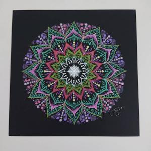 頭痛は継続中ですが、曼荼羅アートを描いてみました♪