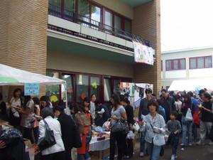 日本人学校のバザーに行ってきました (o^-^o)