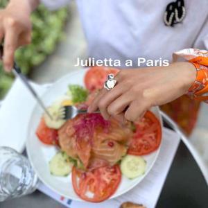 『エミリー、パリへ行く』ロケ地巡り!エミリーの勤務先の前のカフェ飯は美味しい?♪パリブログ