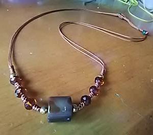 茶色の瑪瑙でネックレス