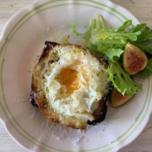 ⭐️イタリア風目玉焼きとパルメジャーノの朝のトーストメニュー