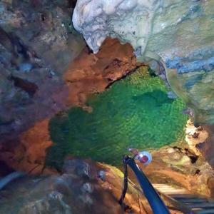 神秘的な地底湖~岩手・幽玄洞にて~
