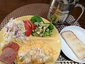 いつも変わらぬ朝飯に器を変えて気分転換・黄色器