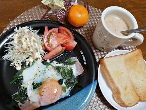 いつも変わらぬ朝飯に、ブラックの器に変えて見た