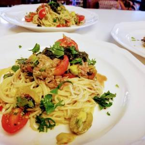 南青山のレストランを思い出すらしい「トマトとアボカドの冷製パスタ」
