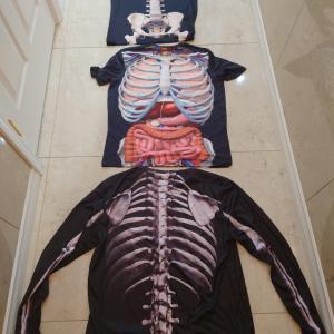 骨のTシャツを着てクセの強い人に(^o^;)