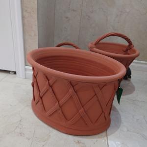 ウィッチフォードのテラコッタ鉢