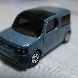 日産キューブZ12 トミカとステッカー購入。