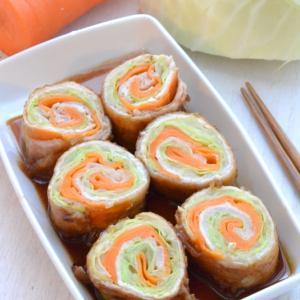 レシピ【キャベツと人参の豚肉照り焼きロール】お弁当のおかずにピッタリ