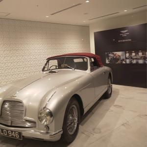 「アストンマーティン」の素敵な車
