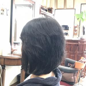 くせ毛に喜ばれるキュビズムカット くせ毛軟毛の前下がりボブ