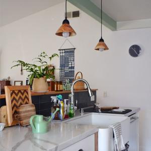 キッチンの梁をグリーンに