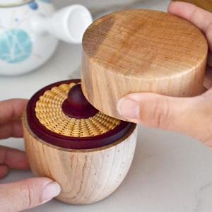 新しいデザインの茶筒 〜編み込んだ内蓋が主役〜