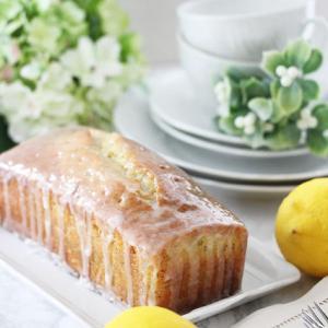 レモン&ポピーシードドリズルケーキ
