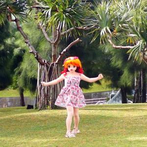 タコの木の前で踊る着ぐるみ動画。沖縄北谷アラハビーチにて/A video of doll Riko dancing in front of an octopus tree.in Okinawa