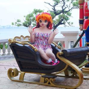 メルヘン世界のソリに乗る[着ぐるみ動画]/Doll Riko rode a sled in the fairy tale world.