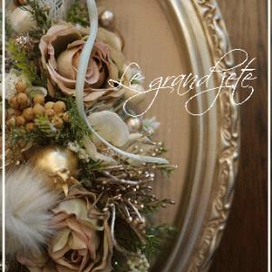 オーバルの額にクリスマスツリー