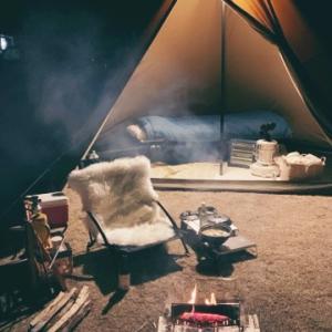 ソロであったか冬キャンプ。焚き火にお座敷スタイルに。