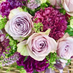 上品な紫色のアレンジメント