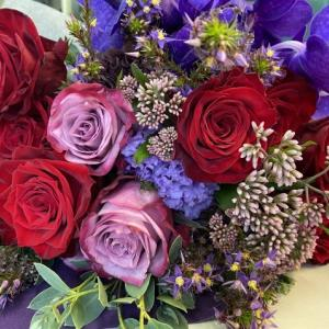 赤と紫の花束