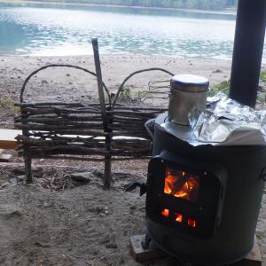 湖畔の薪ストーブキャンプ場(その2・お散歩とご飯)