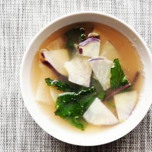 ZENB NOODLEの茹で汁を利用してコールラビのスープ