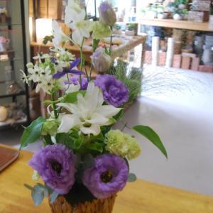 アレンジメントのご紹介と木花の夏休みの変更のお知らせ。