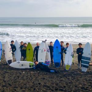 キラーサーフの極寒サーフィン合宿がスタート〜腰胸の良い波を私たちだけの貸切りでセッションだよ〜♪