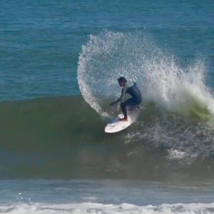 なんでだろうサーフィンは楽しくて最高なんだ〜その気持ちが分かるサーフショップへ行きましょ〜♪