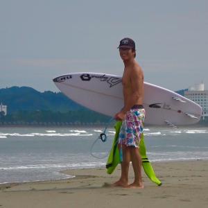 私の生まれ育った宮崎の海でサーフィン楽しんで〜いつも優しい先輩たちが笑顔で迎えてくれる〜♪