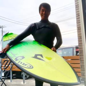 密じゃない海でサーフィン調子良く乗りまくる〜昔懐かしい1980年代を思い出してボードデザイン〜♪