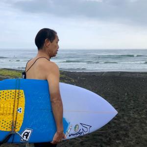 ジャスティスサーフボード南澤社長の朝は〜新しいオーダーボードでサーフィンを〜♪