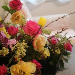 フラワーアレンジのコツ~鮮やかな色同士の花を合わせるとき~