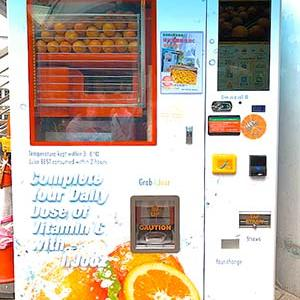 生絞りオレンジジュースの自販機発見@中環