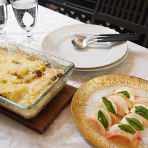 平日にサクッと作れる、簡単じゃがいもグラタンと桃のカプレーゼ