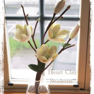 薫ってきそうなクレイで作った木蓮の花♡生徒さん作品♪