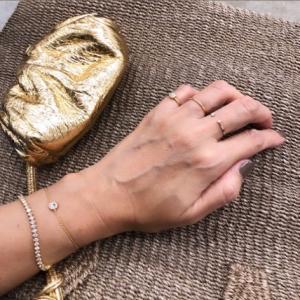 指はダイヤ、手首はフェイク。。