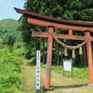 縁結びの岩「三石神社」@只見町