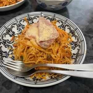 パスタと鍋