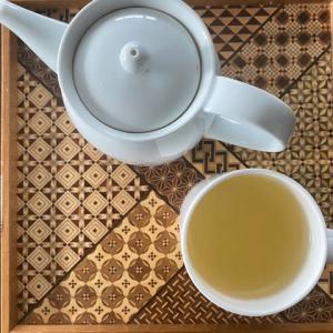 白枇杷茶を。