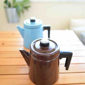 秋色のコーヒーポットに変える