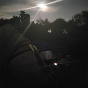 キャンプと 火曜日定休日