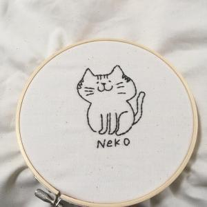 猫ちゃん刺繍と地味な節約弁当