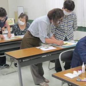 ある日の教室風景(押し花)