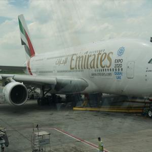 エミレーツ航空A380、1万メートル上空で機内シャワーを楽しむ。