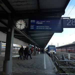 アルプスの麓、ノイシュヴァンシュタイン城へ行く前に、世界遺産ヴィース教会へ行きます。