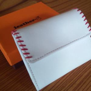 NEW 財布は野球のボール?