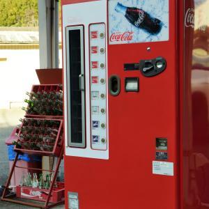 懐かしい瓶コーラの自販機