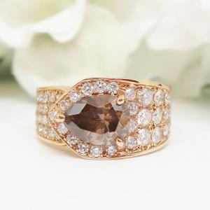 大特価のゴージャスなコニャックカラーダイヤのリング
